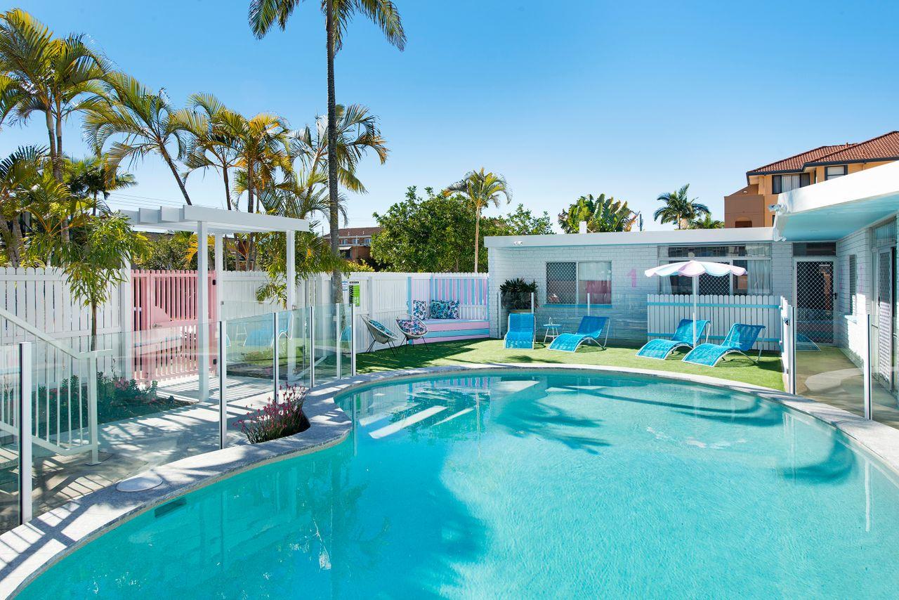 ventura-beach-motel-2-bed-poolside-unit-3