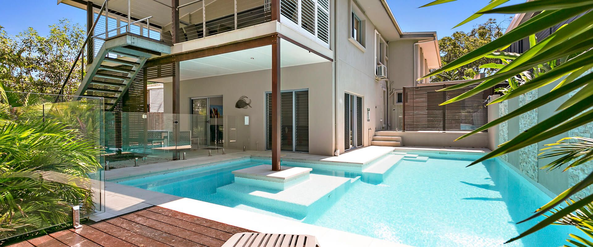 Dwyer St – Large Elegant Beach House in Tranquil Location