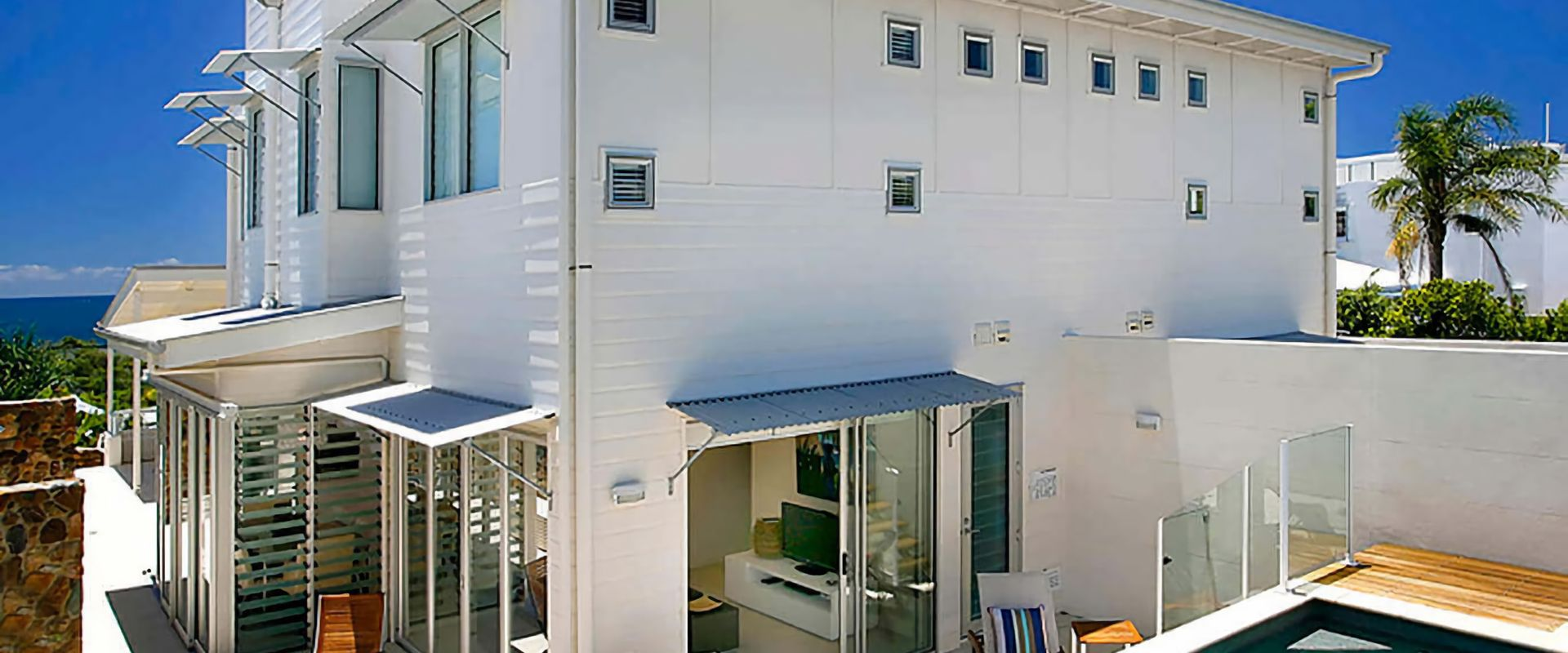 1 Silver on Sunrise – Luxury Townhouse with Views