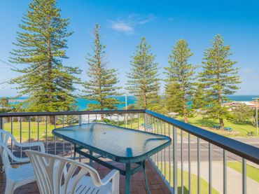 Flinders Lodge – fantastic views opposite Main Beach
