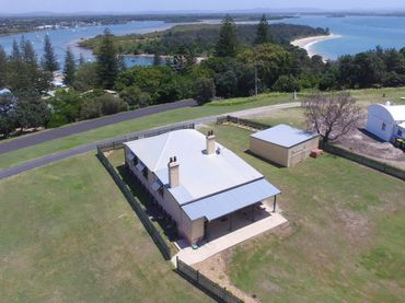 Yamba Pilot Cottage 2 – pets welcome -Views of The Clarence River.