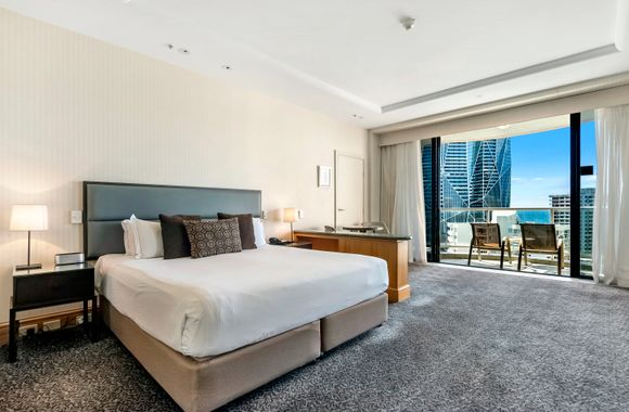 Gold Tower in Crowne Surfers Paradise – 1020
