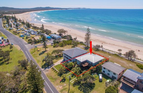Pacifica 2 – Opposite the beach at Brooms Head Available Christmas Week