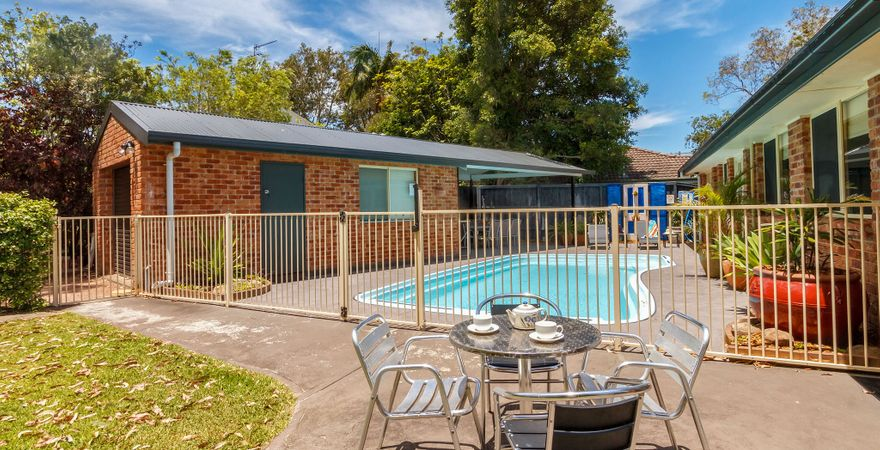 Three Bedroom Home – Pool and Pet Friendly